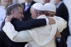 Abbraccio papa