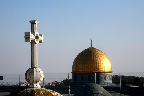 gerusalemme-chiesa-moschea-croce-mezzaluna-shutterstock_48580450